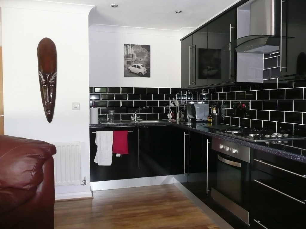 2 Bedrooms Apartment Flat for sale in Leatherhead KT22
