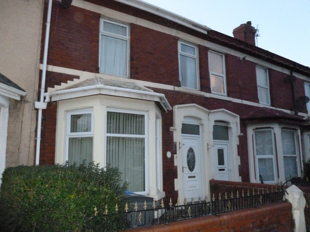 4 Bedrooms Terraced House for sale in Saville Road, Blackpool FY1