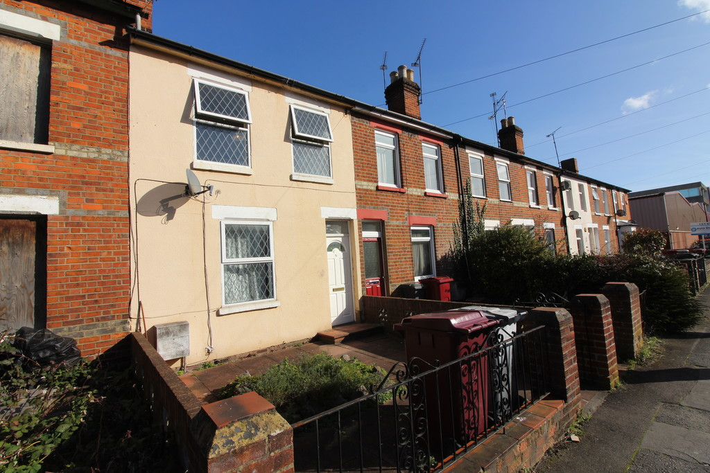 3 Bedrooms Terraced House for sale in Northfield Road, Reading RG1