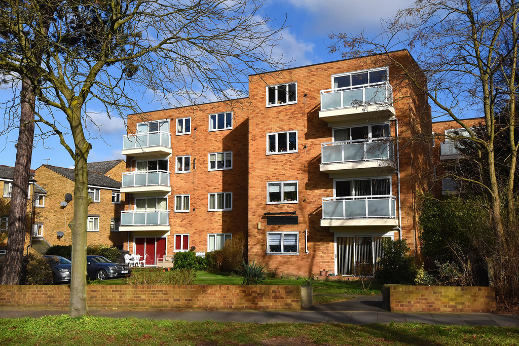 1 Bedroom Flat for sale in Copers Cope Road, Beckenham BR3