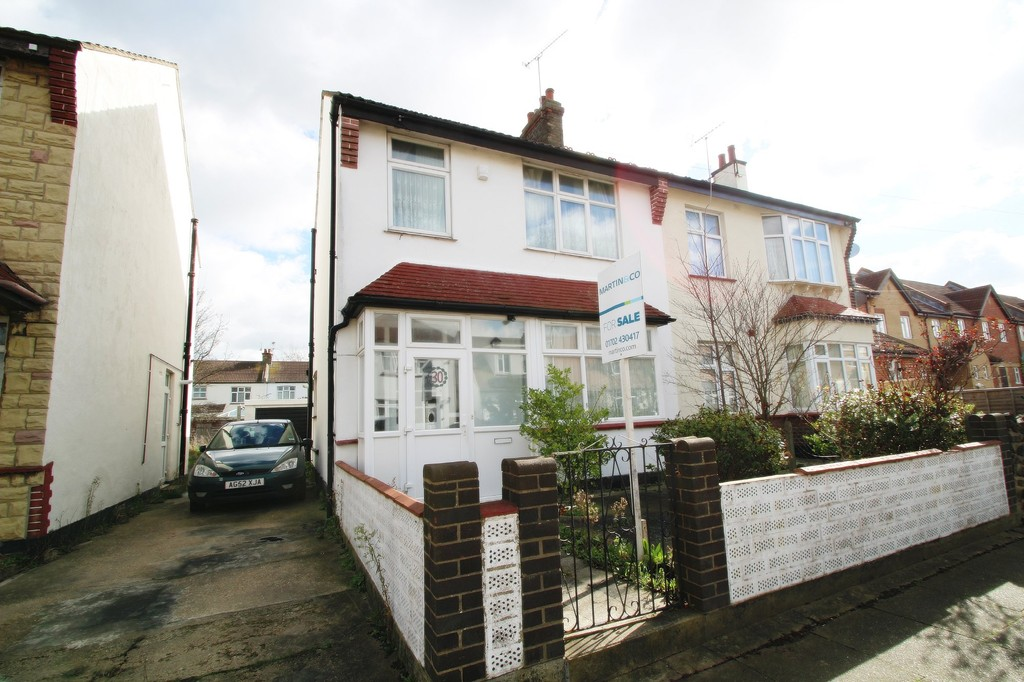 3 Bedrooms Property for sale in Seaforth Grove, Southend On Sea SS2