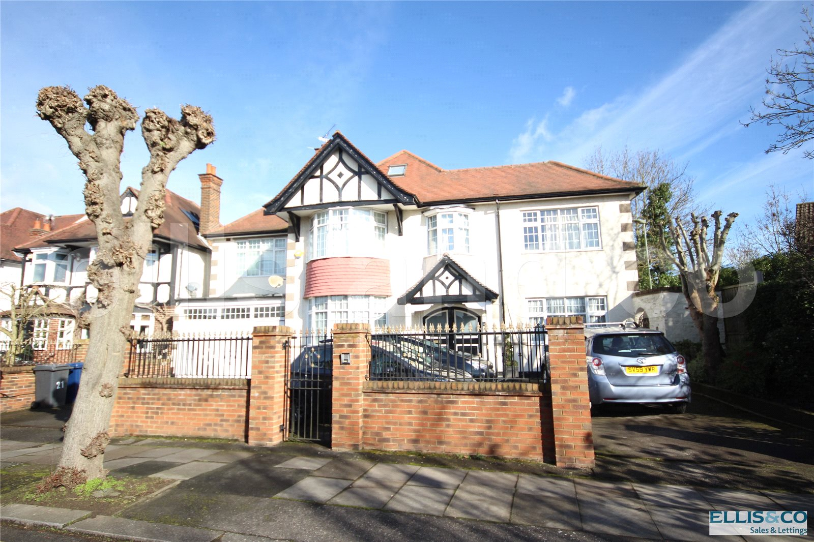 7 Bedrooms Detached House for sale in Highwood Grove Mill Hill London NW7