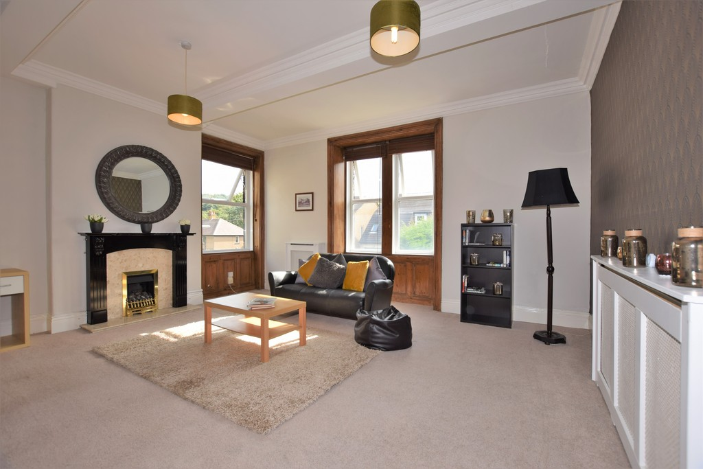 4 Bedrooms Apartment Flat for sale in Wood Lane, Newsome HD4