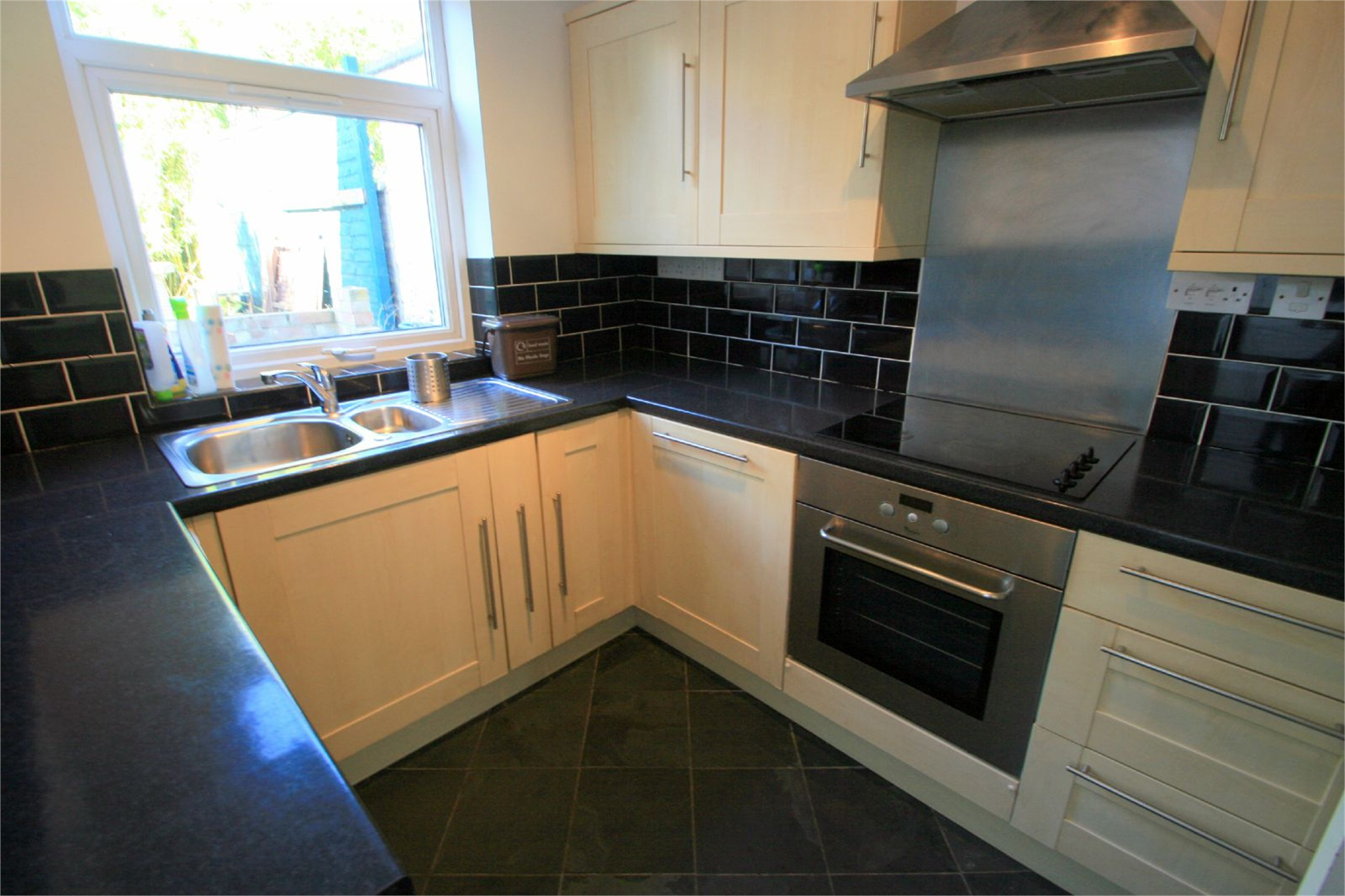 2 Bedrooms Property for rent in Summer Street Southville Bristol BS3