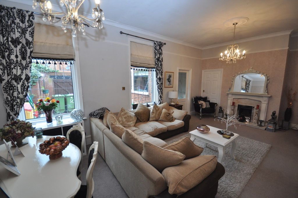2 Bedrooms Terraced House for sale in Queens Crescent , High Barnes, Sunderland SR4