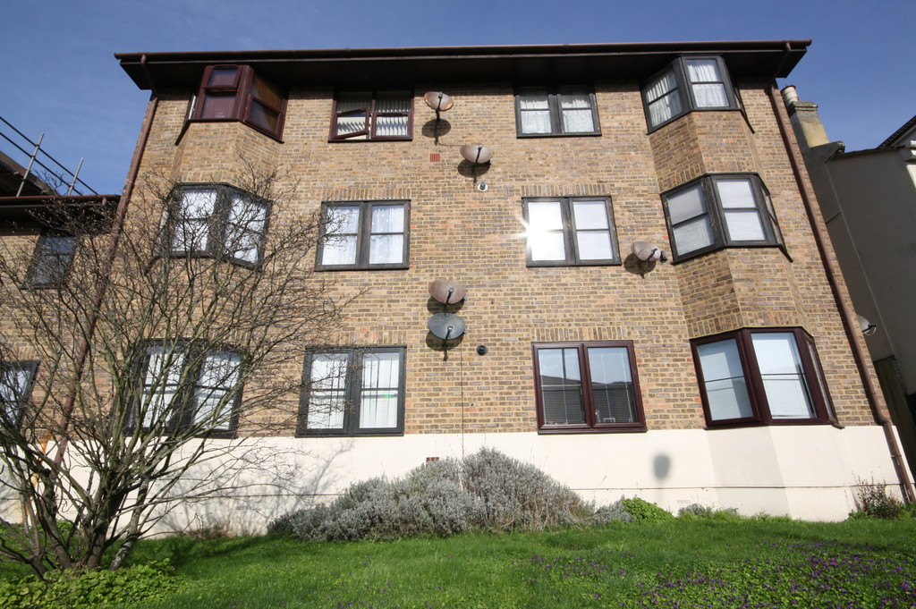 1 Bedroom Property for sale in Winchelsea Court, Dover, CT17