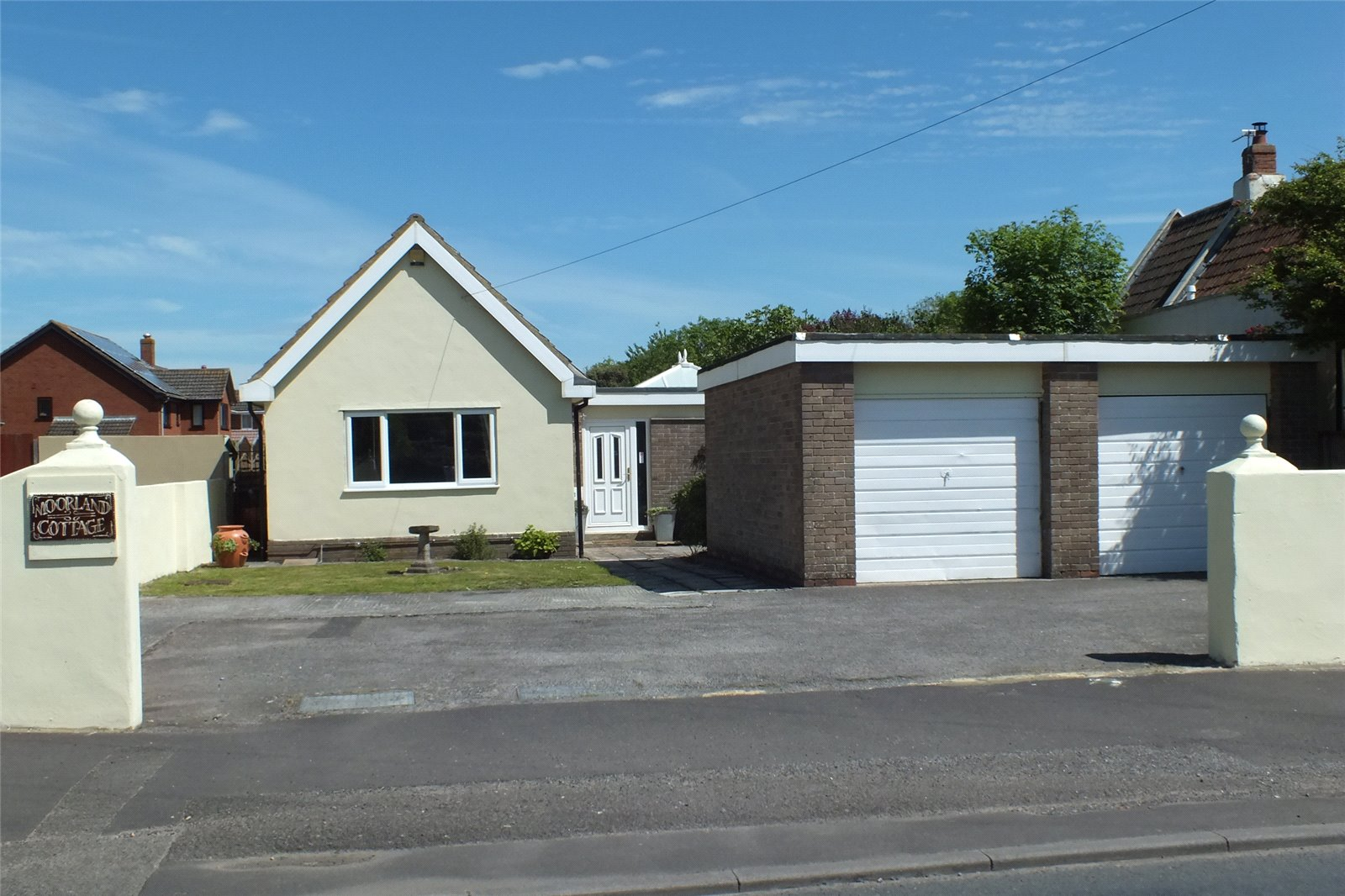 Cj Hole Burnham On Sea 3 Bedroom Bungalow For Sale In Coast Road Berrow Burnham On Sea Ta8 Cj Hole