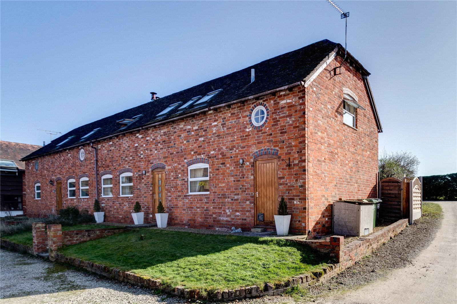 Cj Hole Worcester 3 Bedroom Barn Conversion For Sale In