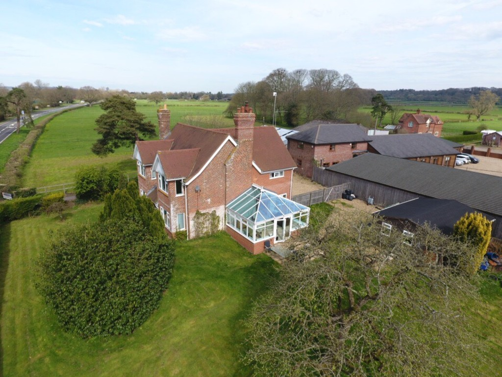 5 Bedrooms Detached House for sale in Fordingbridge, Hampshire SP6