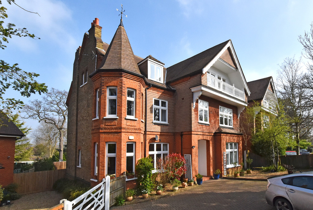 3 Bedrooms Apartment Flat for sale in Church Road, Shortlands BR2