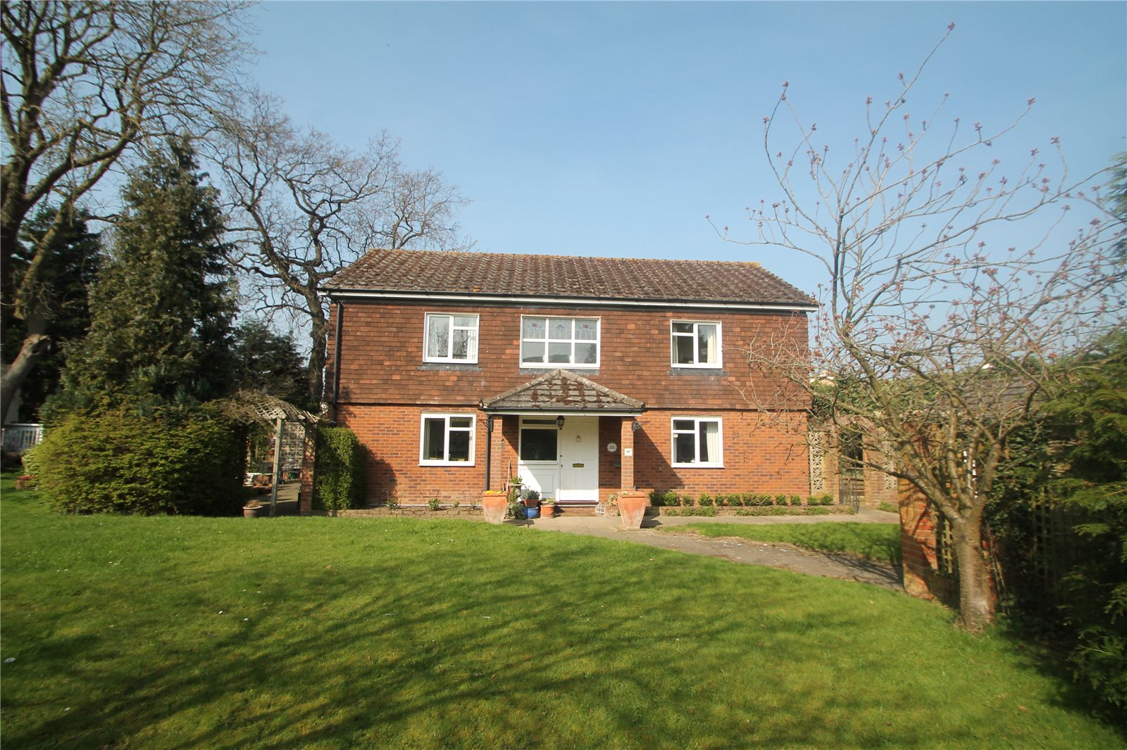 4 Bedrooms Detached House for sale in Tulip Tree Close Tonbridge Kent TN9