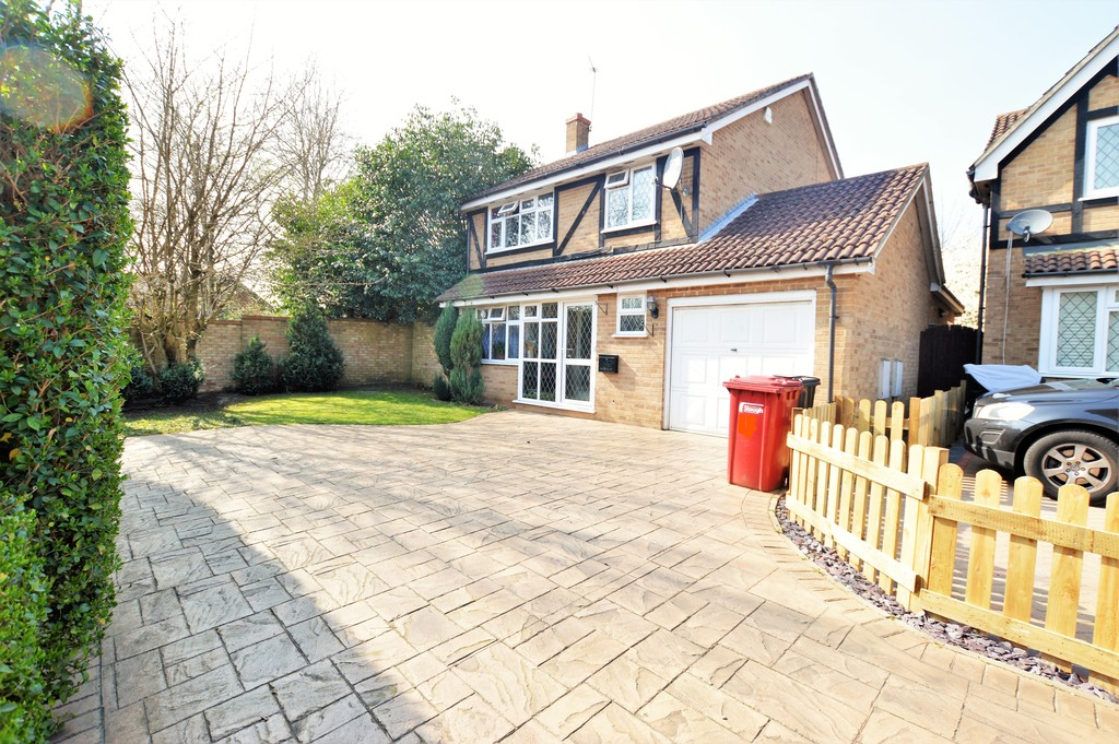 4 Bedrooms Detached House for sale in Portland Close, Burnham SL2