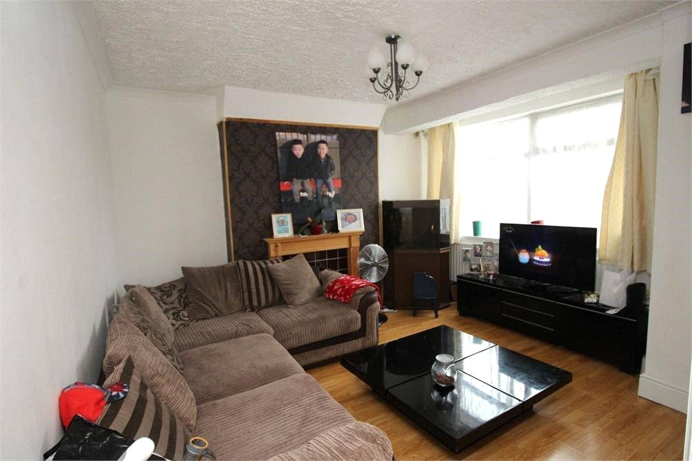 2 Bedrooms Flat for sale in Great Cambridge Road Enfield EN1