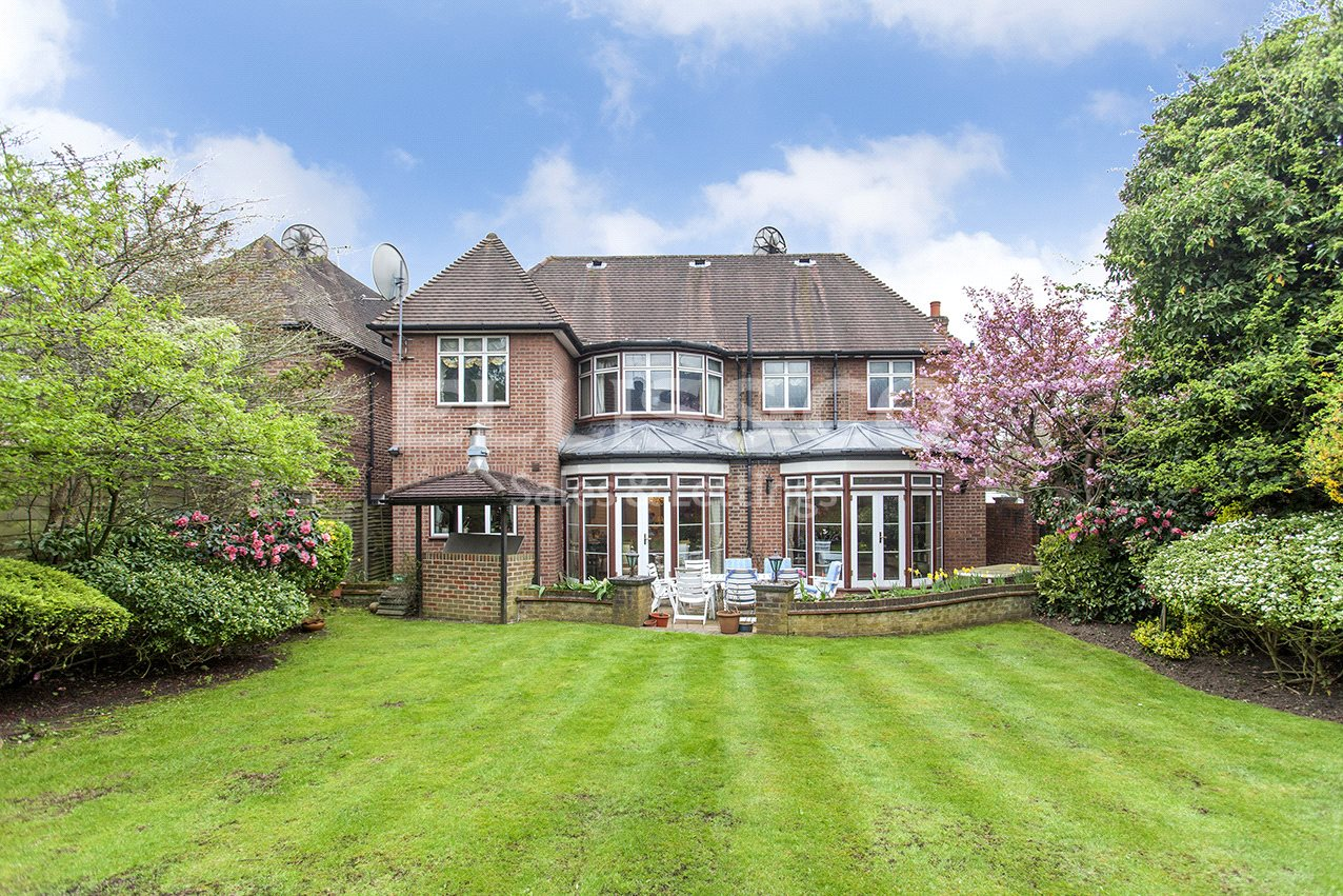4 Bedrooms Detached House for sale in Gloucester Drive London NW11