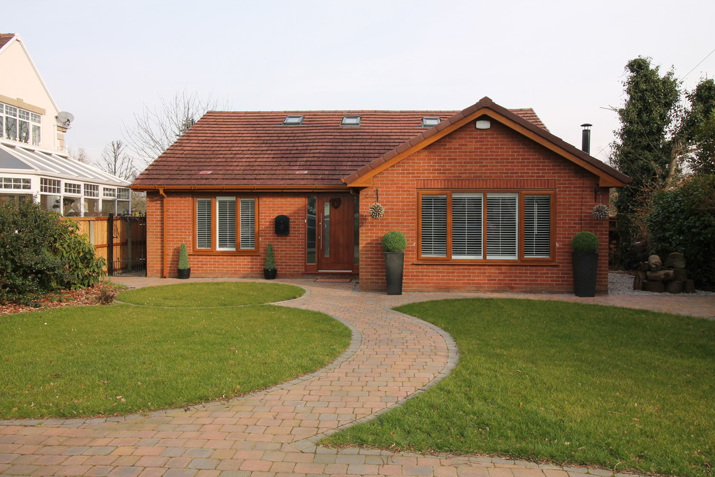 3 Bedrooms Detached House for sale in Park Road, Great Sankey, Warrington WA5