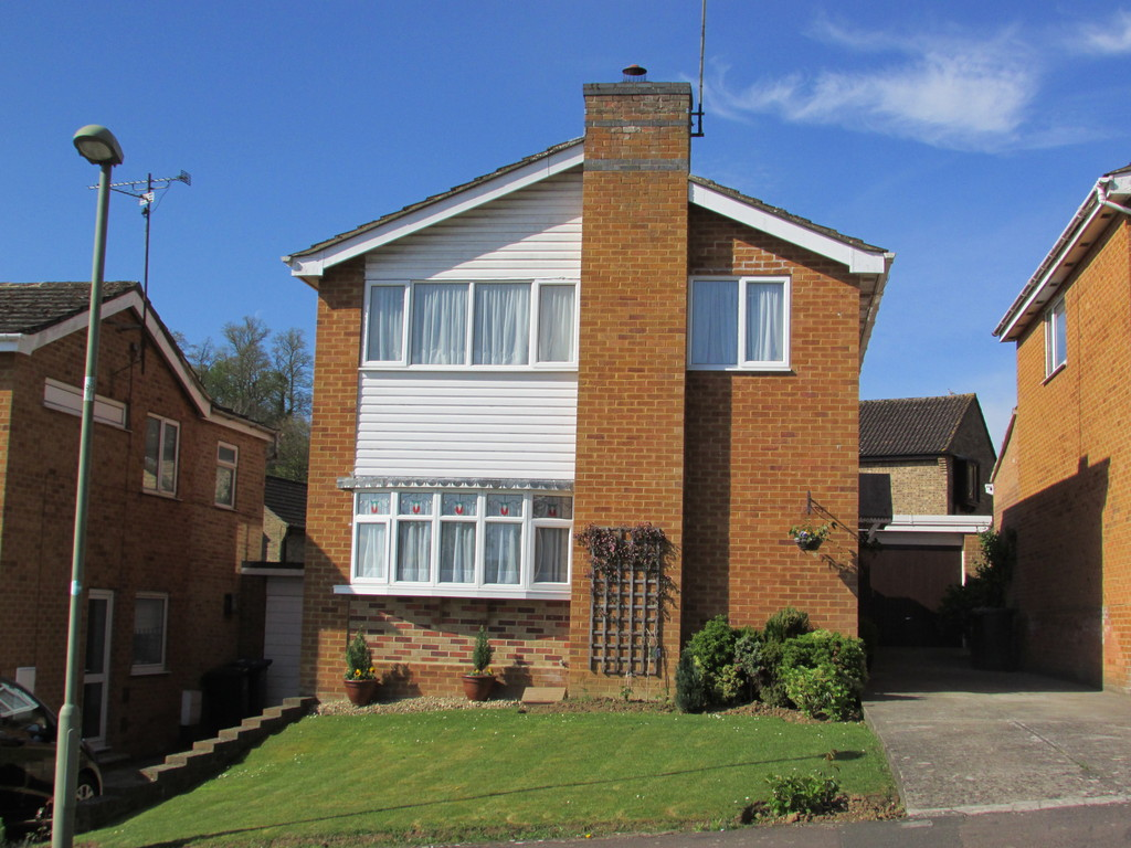 4 Bedrooms Detached House for sale in High Acres, Banbury OX16
