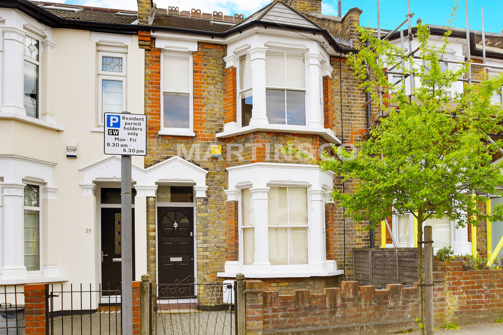 3 Bedrooms Terraced House for sale in Albert Road, South Woodford E18