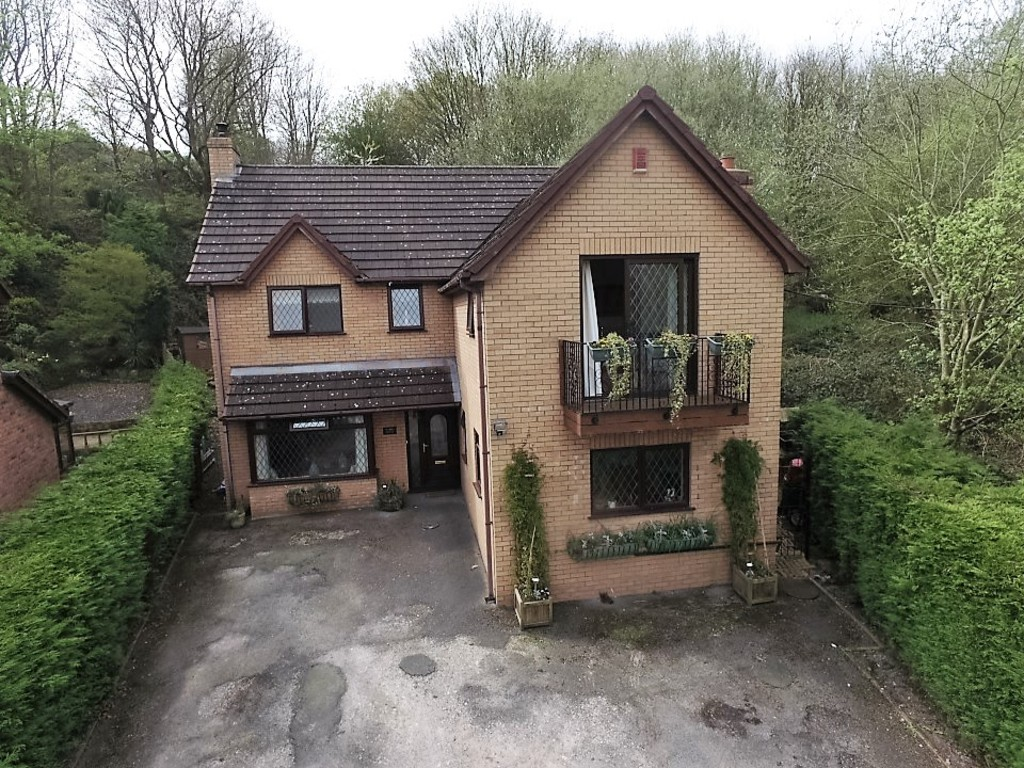 4 Bedrooms Detached House for sale in Moss, Wrexham LL11