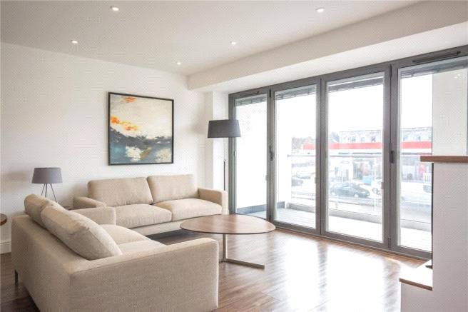 2 Bedrooms Flat for sale in East Barnet Road New Barnet Hertfordshire EN4