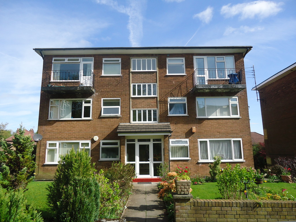 2 Bedrooms Apartment Flat for sale in Lavenham Court, Bury, BL9 BL9