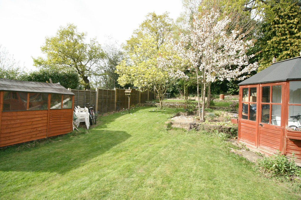 3 Bedrooms Detached House for sale in Redhill, Surrey RH1