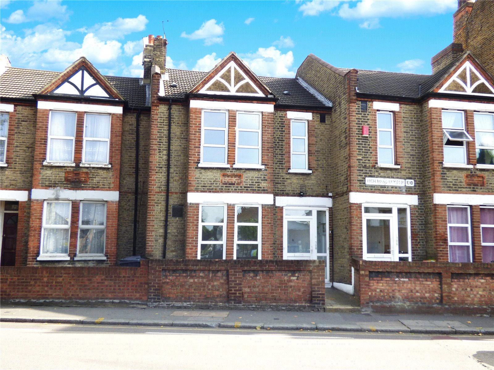 2 Bedrooms Flat for sale in High Road Leyton E10