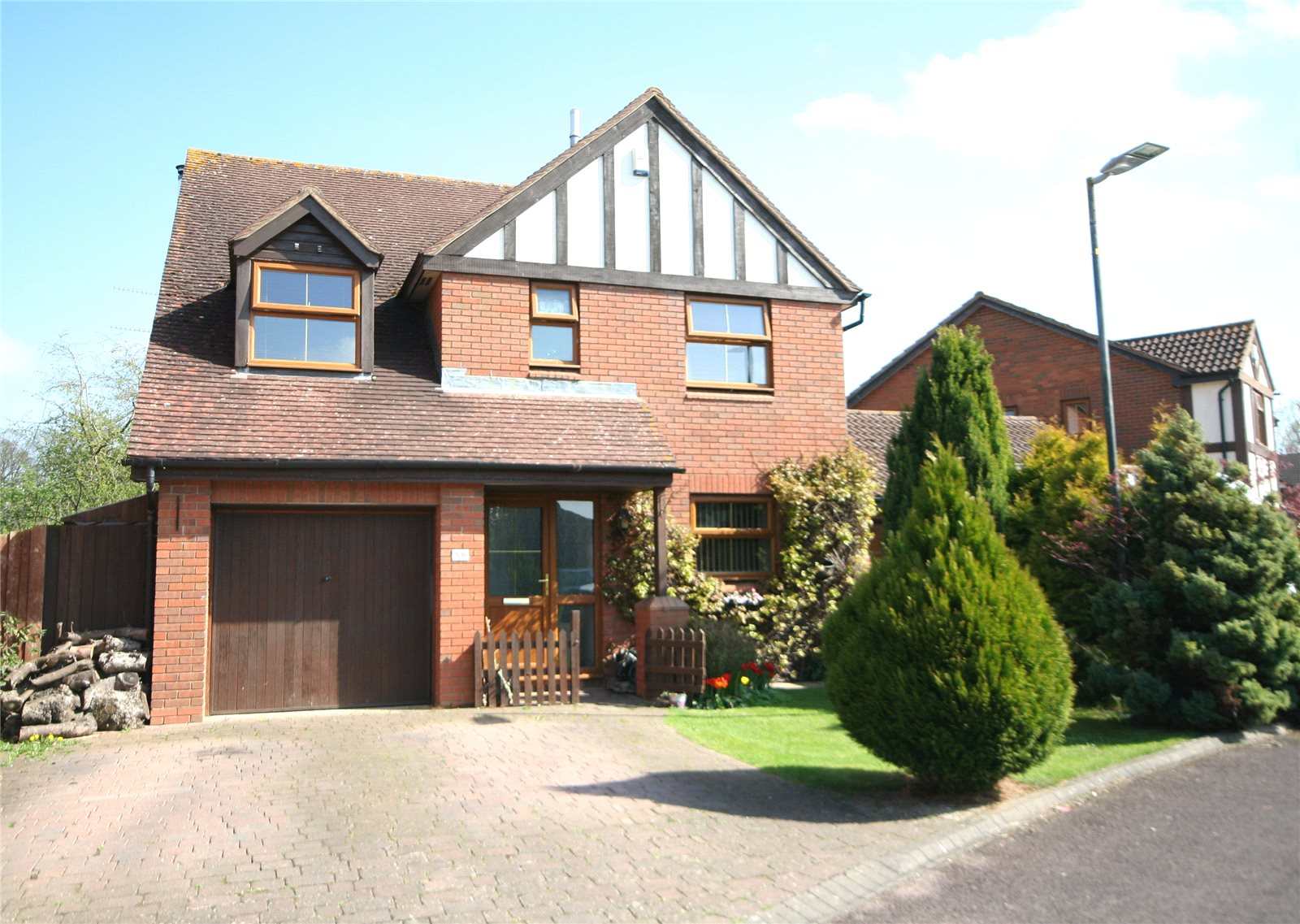 4 Bedrooms Detached House for sale in The Nurseries Bishops Cleeve Cheltenham GL52