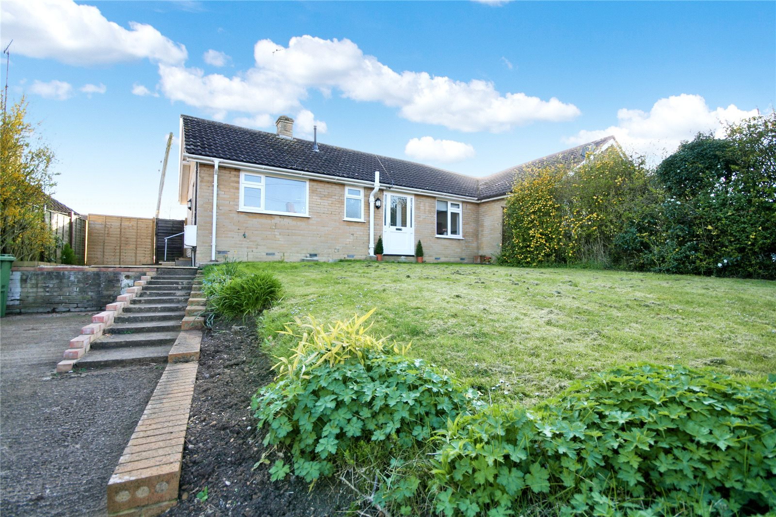 2 Bedrooms Bungalow for sale in Harveys Lane Winchcombe Cheltenham GL54