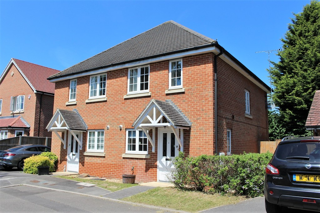 2 Bedrooms Property for sale in Tanners Row, Wokingham RG41