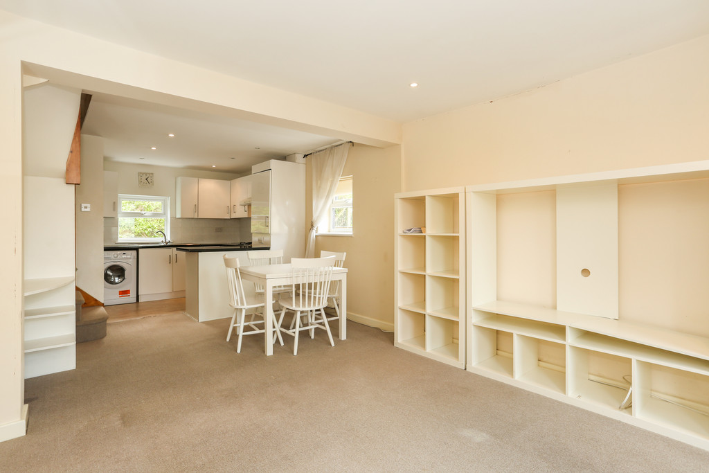 2 Bedrooms Flat for sale in Selsdon Road, South Croydon CR2