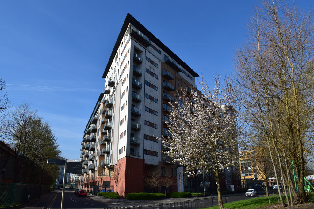 2 Bedrooms Apartment Flat for sale in XQ7, Taylorson Street South, Salford Quays, M5 M5