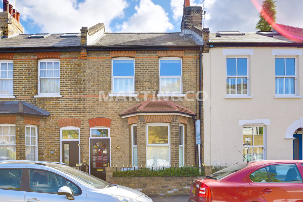 2 Bedrooms Terraced House for sale in Camden Road, Wanstead E11