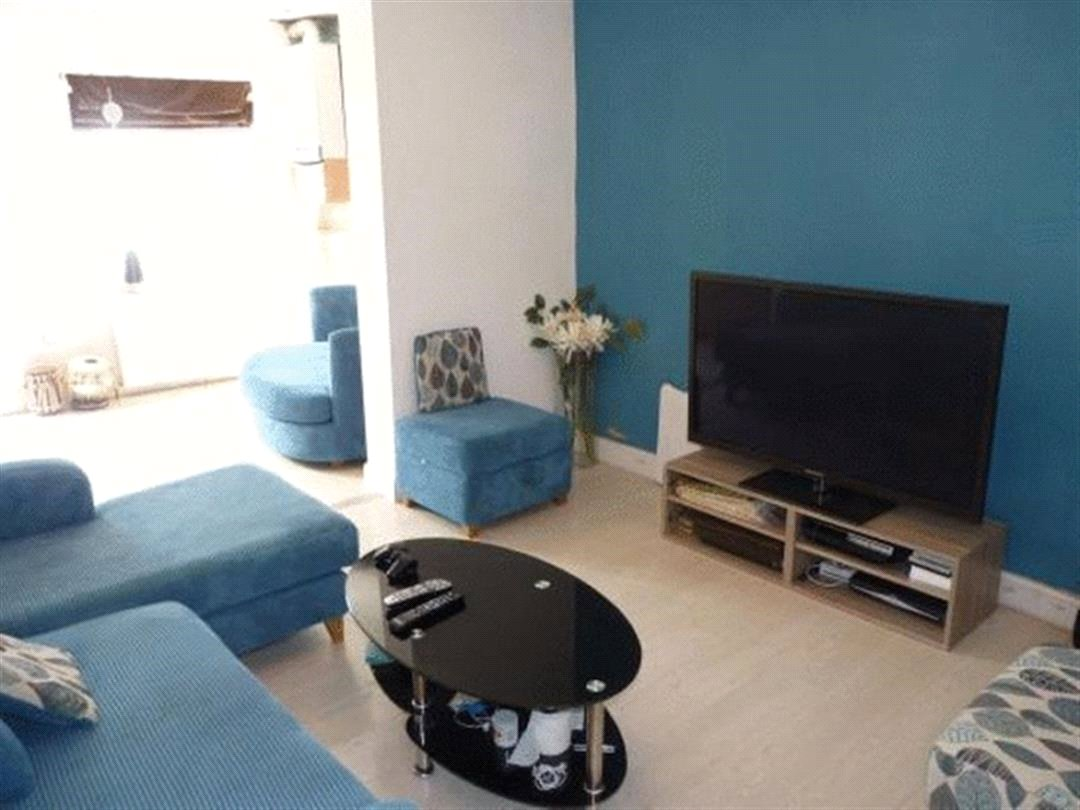 3 Bedrooms Terraced House for sale in Rosebank Avenue Wembley Middlesex HA0