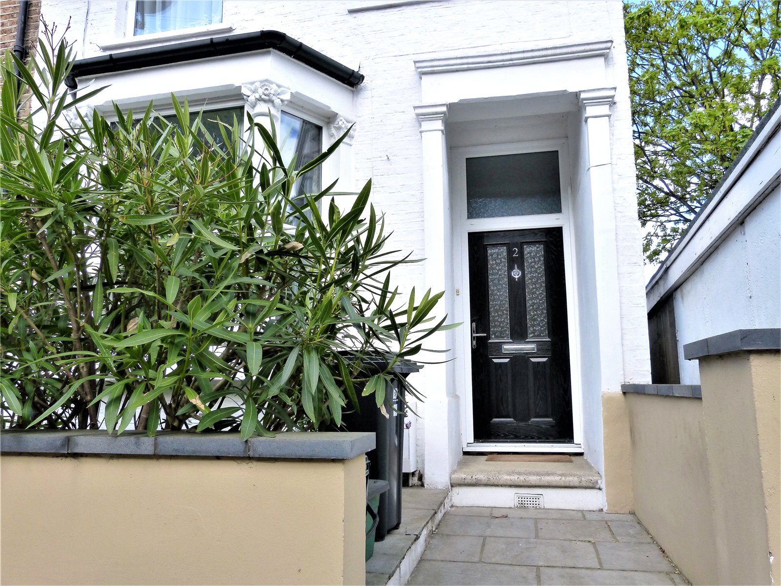 3 Bedrooms Semi Detached House for sale in Gordon Road Bounds Green London N11