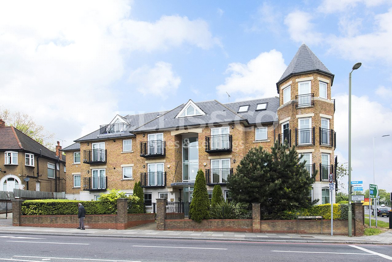 2 Bedrooms Flat for sale in Chatteris Court 135 Finchley Lane London NW4