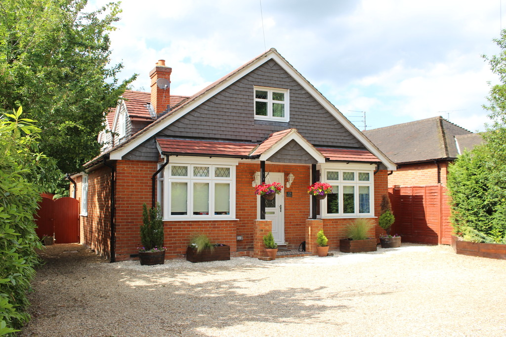 4 Bedrooms Detached House for sale in London Road, Wokingham RG40