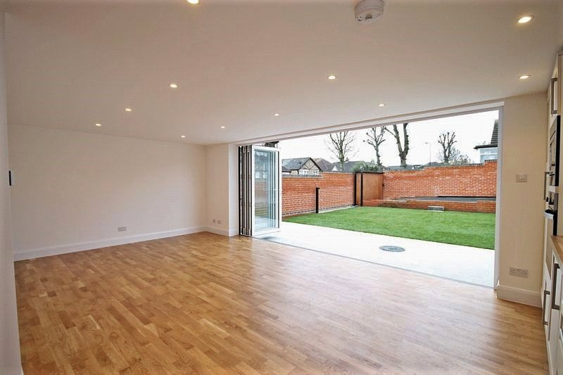 4 Bedrooms Bungalow for sale in Ferrymead Avenue Greenford UB6