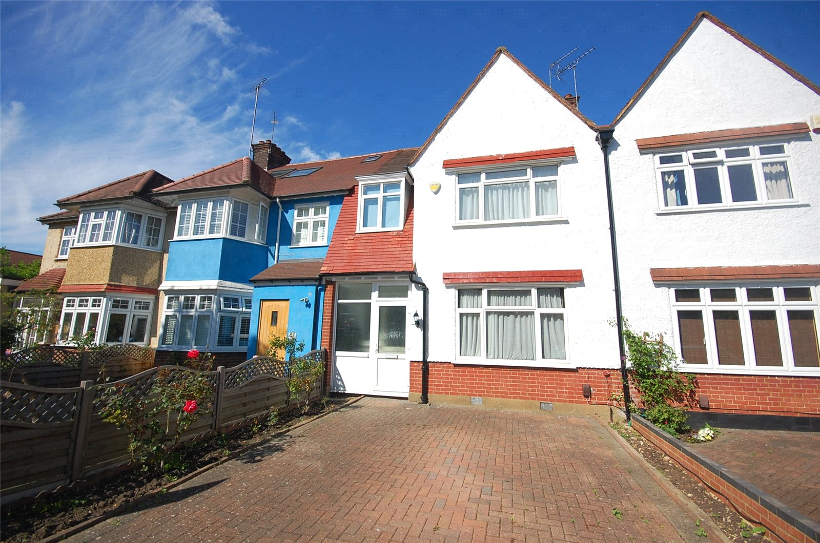 3 Bedrooms Property for sale in Hervey Close Finchley London N3