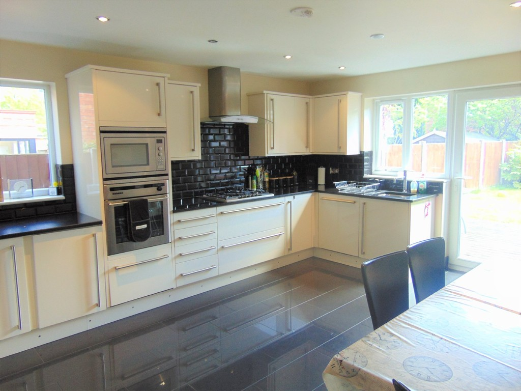 5 Bedrooms Detached House for sale in Spital Road , Spital CH63
