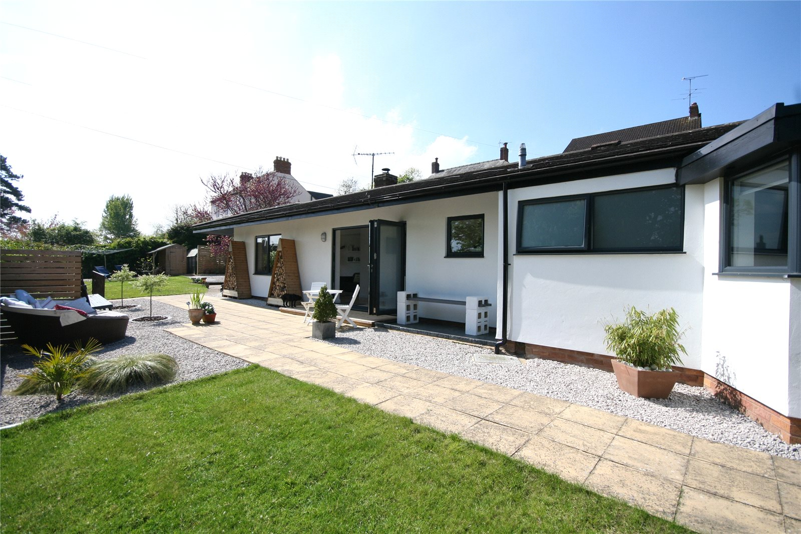 4 Bedrooms Bungalow for sale in Criftycraft Lane Churchdown Village GL3