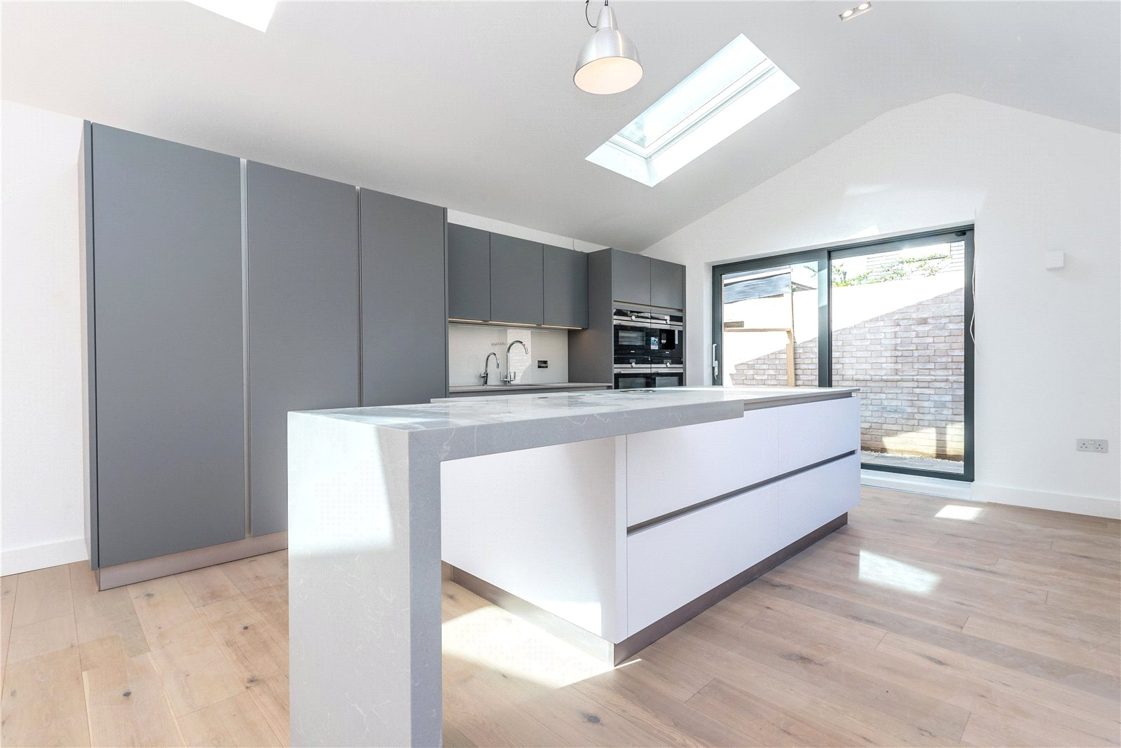 4 Bedrooms Detached House for sale in St James Lane Muswell Hill N10