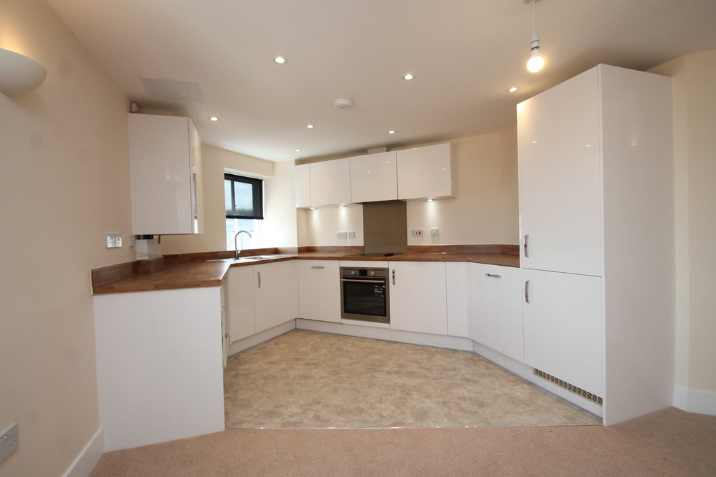 2 Bedrooms Apartment Flat for sale in Chancellors Place, Broomfield Road CM1