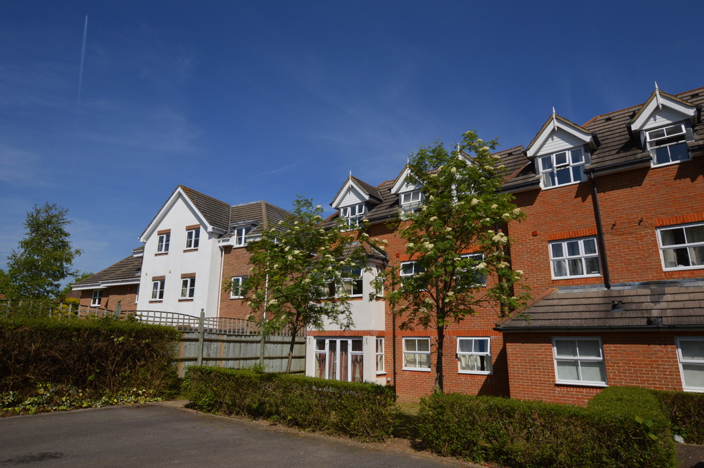 2 Bedrooms Apartment Flat for sale in Goldsworth Road, Woking GU21