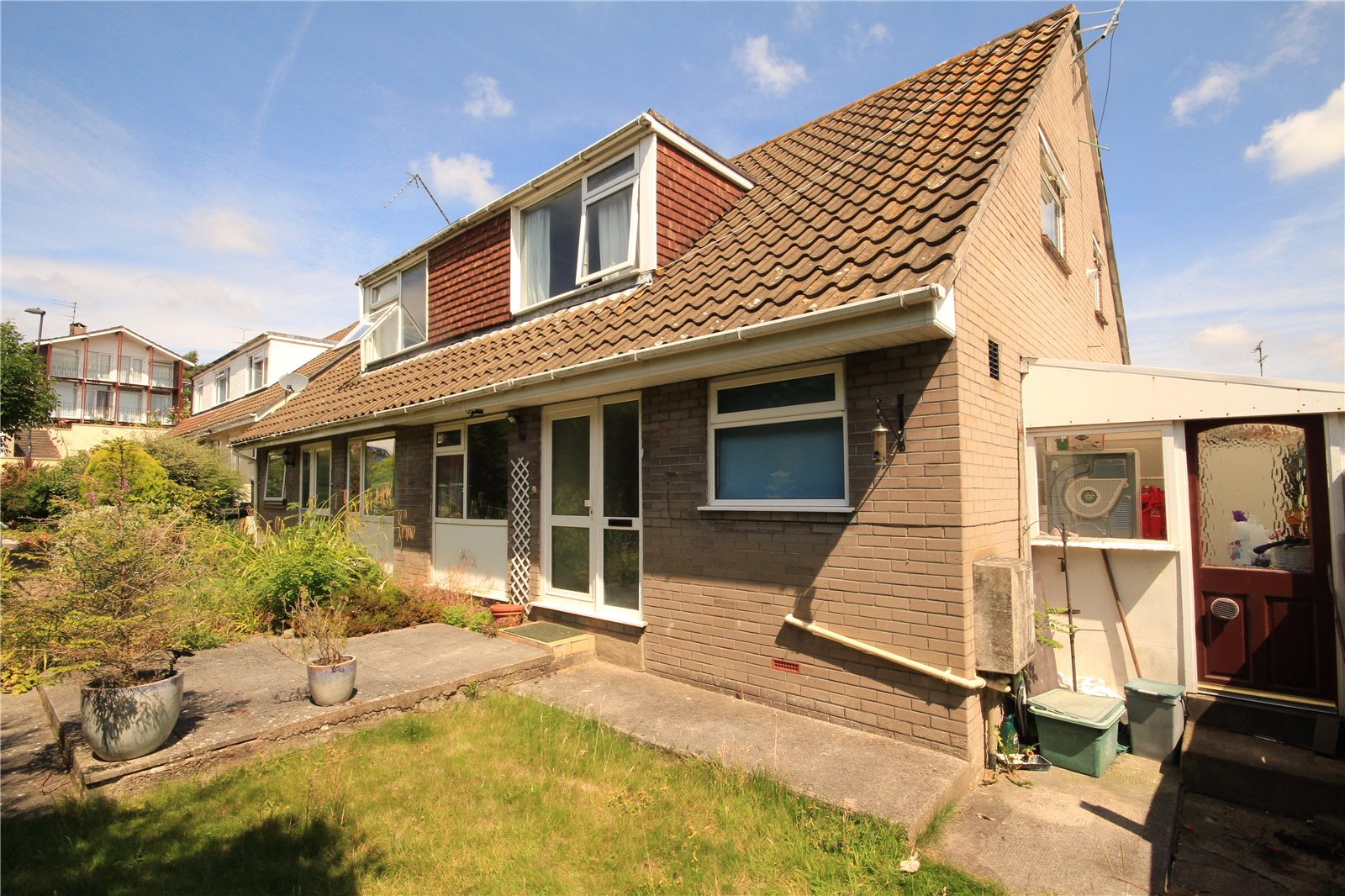 3 Bedrooms Semi Detached House for sale in Stanbridge Close Downend Bristol BS16