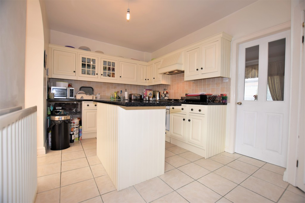 3 Bedrooms Terraced House for sale in Sunnymead, Waterloo HD5