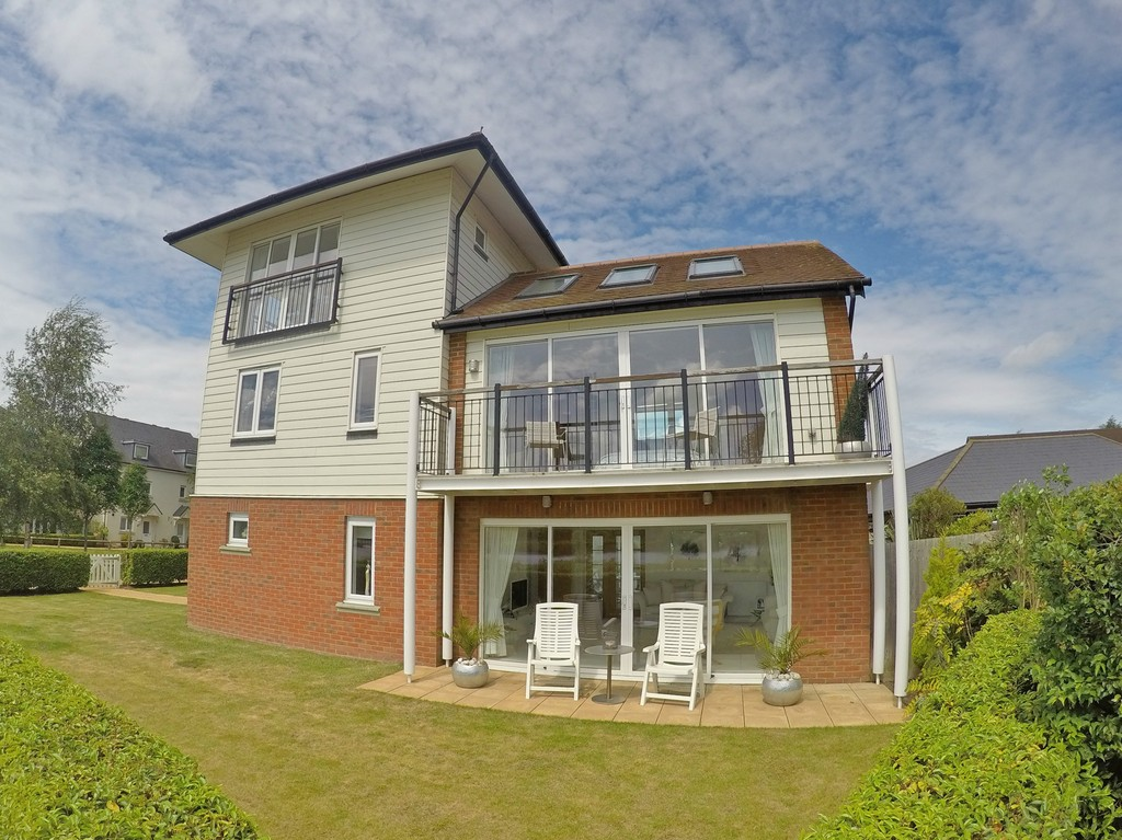 4 Bedrooms Detached House for sale in Redhill, Surrey RH1