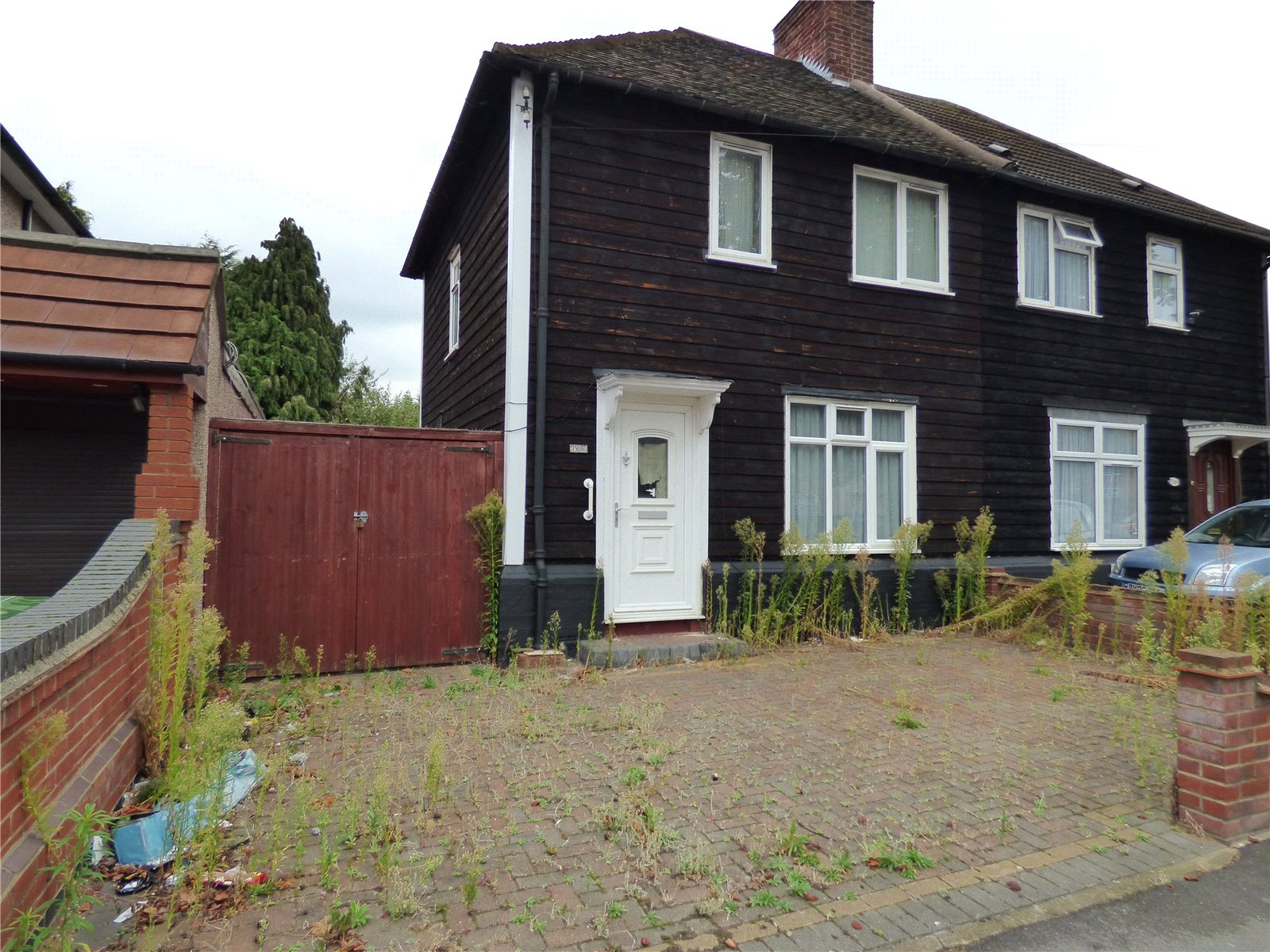 3 Bedrooms Semi Detached House for sale in Becontree Avenue Dagenham Essex RM8