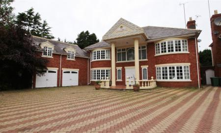 Photo of 6 bedroom House for sale