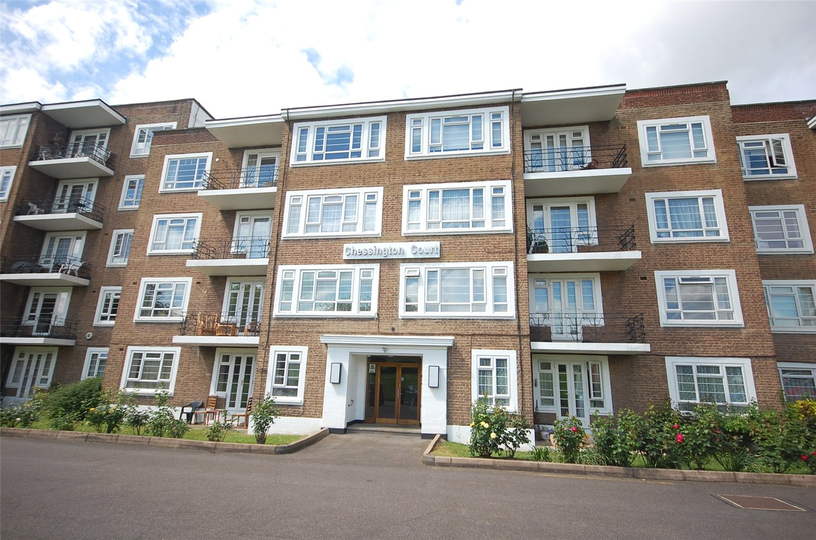 2 Bedrooms Flat for sale in Chessington Court Charter Way Finchley N3