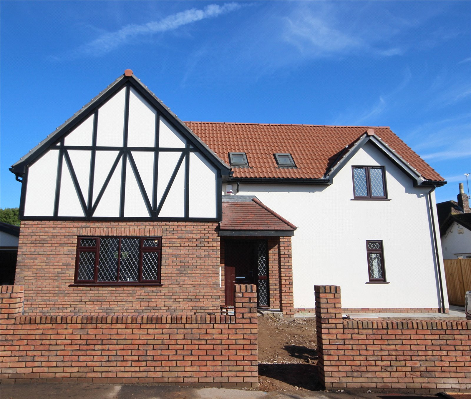 4 Bedrooms Detached House for sale in The Close Almondsbury Bristol BS10